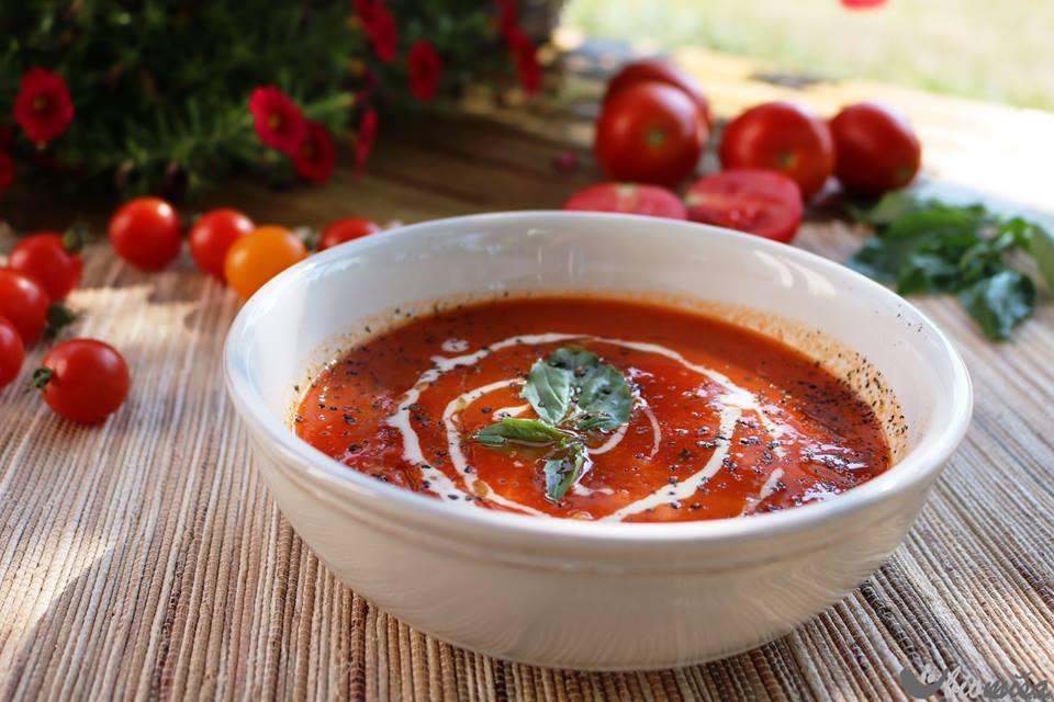 Rajčatová polévka se slzovkou
