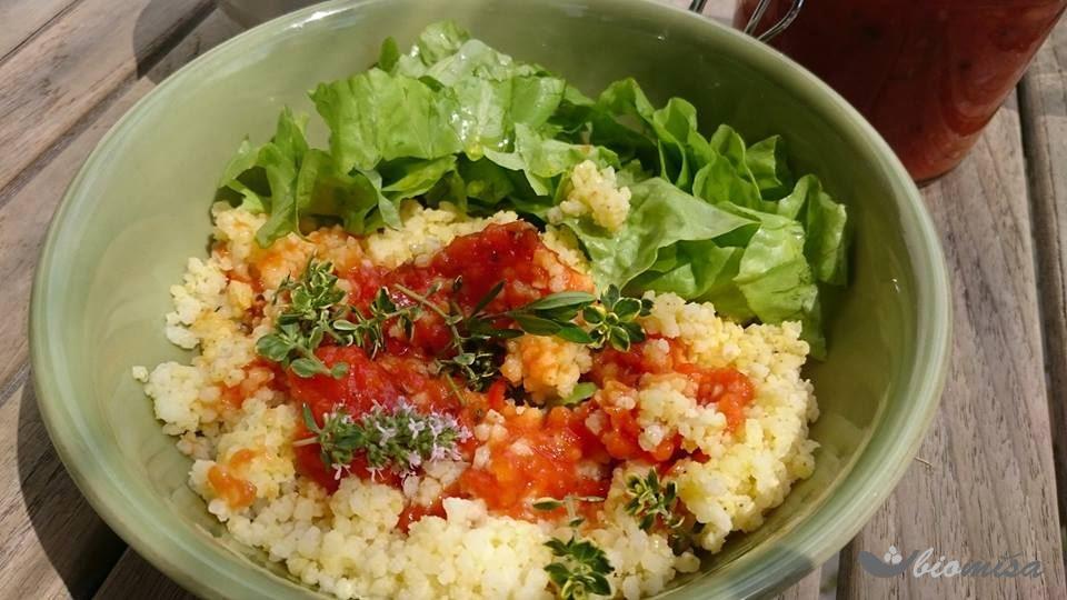 Vařené jáhly s pečenými rajčaty a lněným olejem